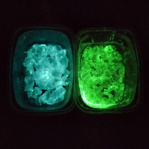 Мрамор белый люминесцентный голубой, зеленый