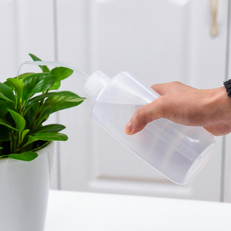 Поливочная бутылка с носиком для растений